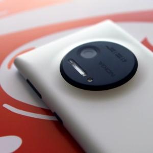 Nokia Lumia 1020, Nokia Lumia 1020 price, Nokia Lumia 1020 hands on, Nokia Lumia 1020 camera, nokia 41 megapixel camera, Nokia best camera phone, Nokia Best Phone, nokia 1020, Nokia 1020 camera, Nokia 41 megapixel phone, what world say about Nokia, Nokia 1020 on verge, Nokia Lumia 1020 price, Nokia 1020 specs (6)