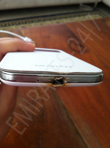 Galaxy S4 burns, Burnt galaxy s4, samsung galaxy S4 burned issue, Samsung galaxy S4 charging issue, galaxy S4 burned while charging, Galaxy S4 heat issueX S4 burned, Samsung S4 burnt while on charge, Galaxy S4 battery burnt, Galaxy S4 issue, Galaxy S4 charging, Galaxy S4 heat issue (3)