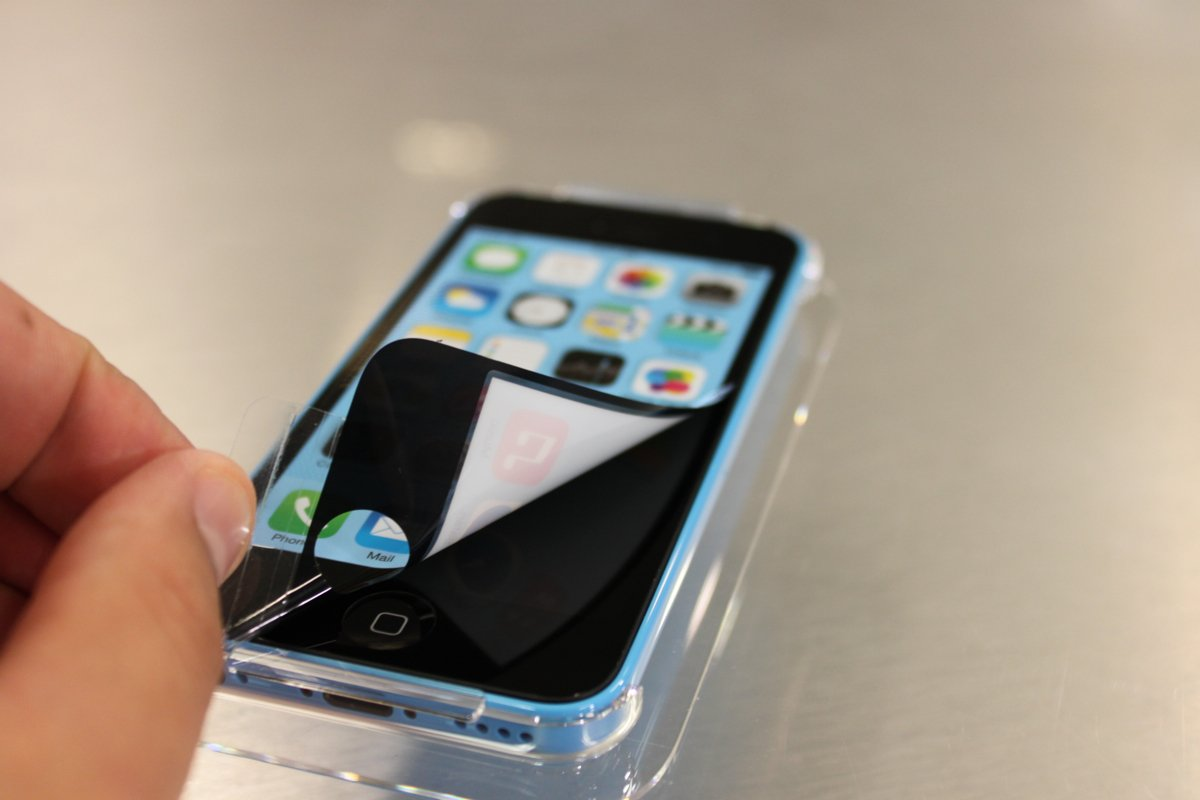 Peelling off the sticker of iPhone 5C