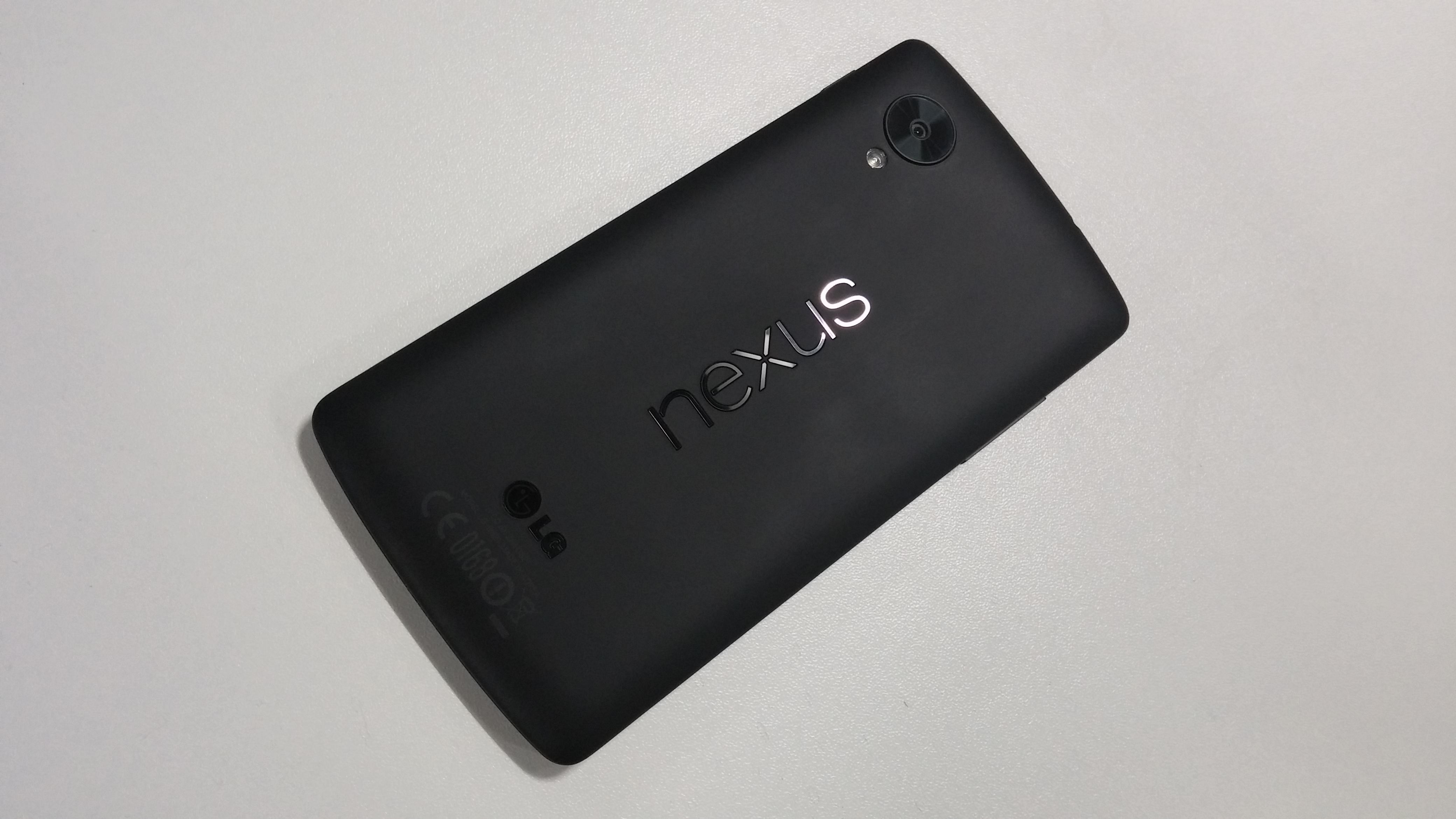 Nexus_5_back
