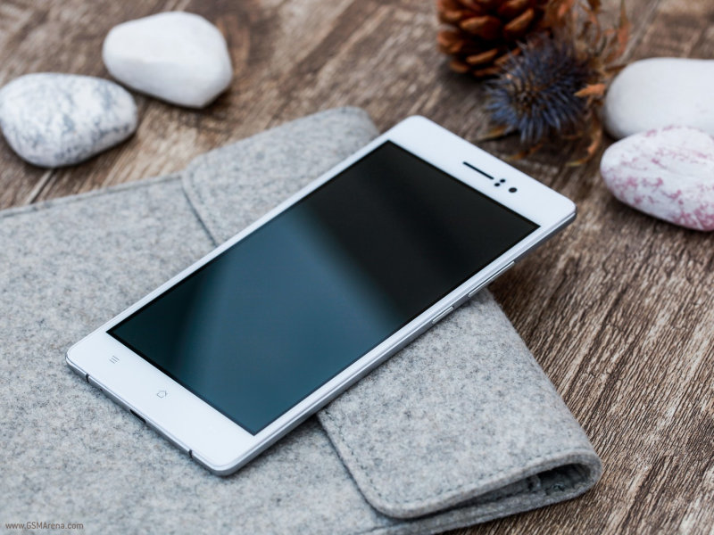 Oppo R5 released with the thinnest smartphone tag with 4.85 mm thick body.