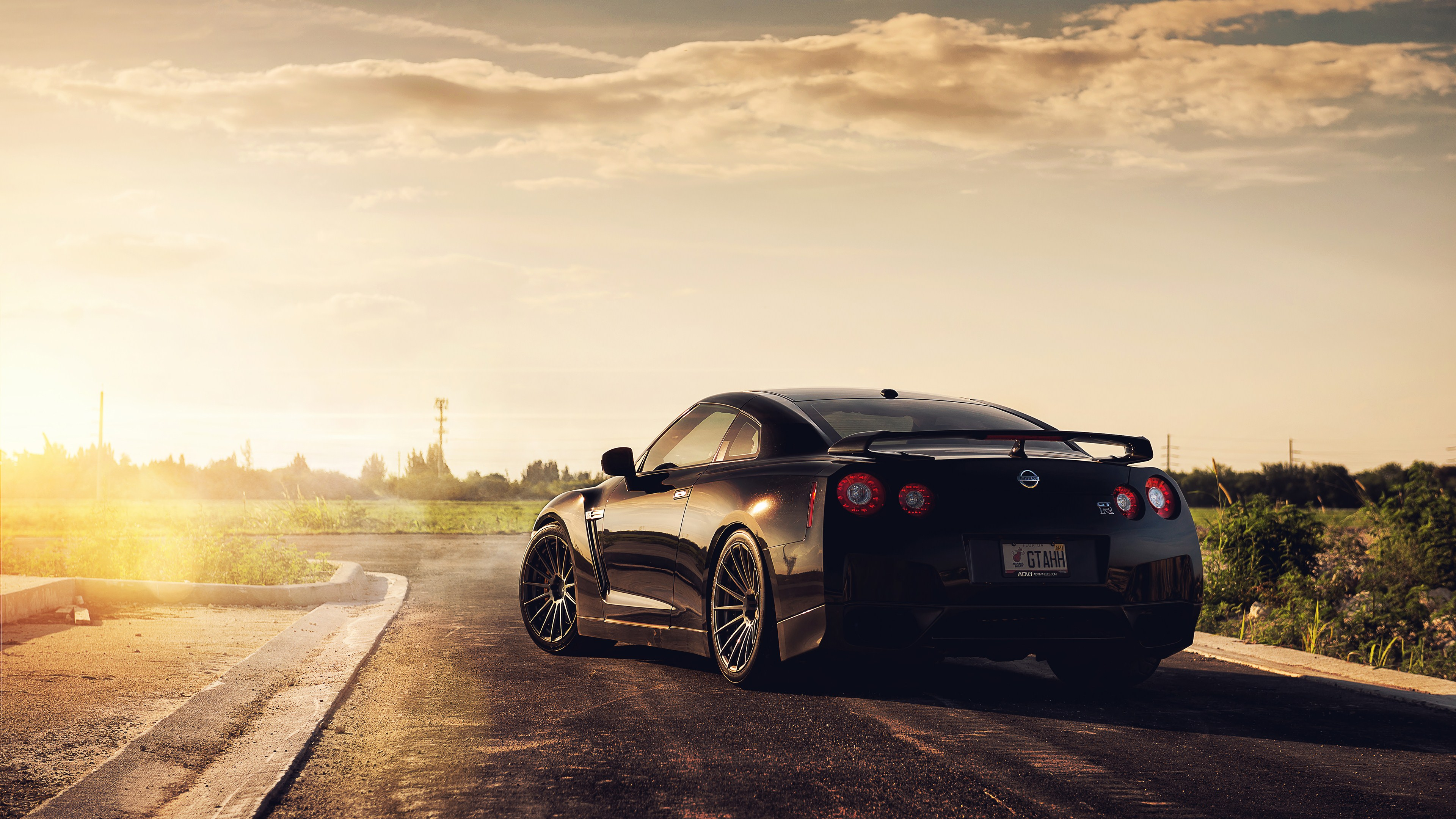 Top 10 Best 4K Ultra HD Cars Wallpapers For Windows 10 ...