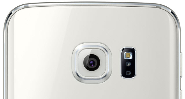 Samsung Galaxy S6 shows a tiny issue with its LED Flash.