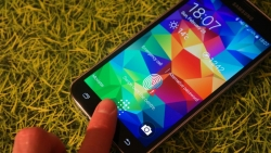 Samsung Galaxy S5 finger scanner can be used by third party apps.
