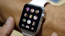 Add and delete contacts on Apple Watch. [ How to]