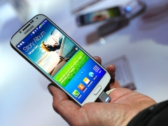 Samsung explained why no FM Radio in their Galaxy S4.
