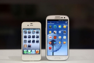 Apple closes gap with Samsung with the help of iPhone 5 and iPad mini.